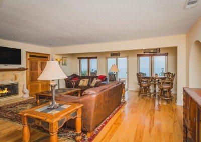 02 132 5th St Encinitas CA 92024 Living Room facing oceanf
