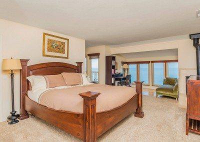 08 132 5th St Encinitas CA 92024 Master King bed ocean views