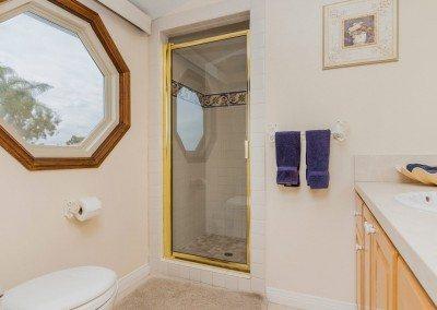 16 132 5th St Encinitas CA 92024 Bathroom in bed3