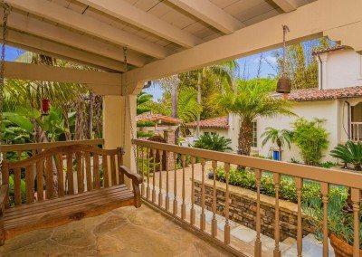 19 132 5th St Encinitas CA 92024 courtyard from front door